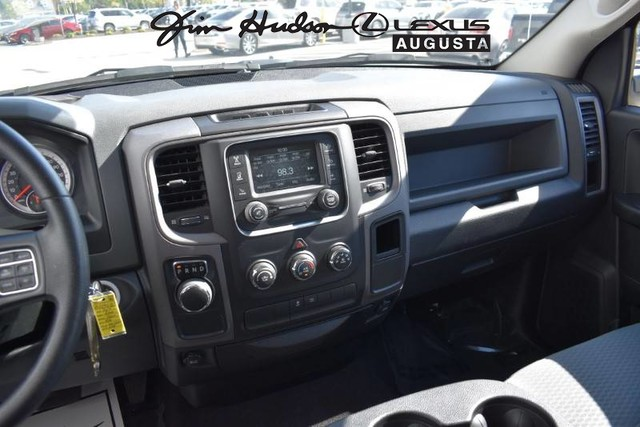 Pre-Owned 2017 Ram 1500 / Bluetooth / Steprails / Quad Cab