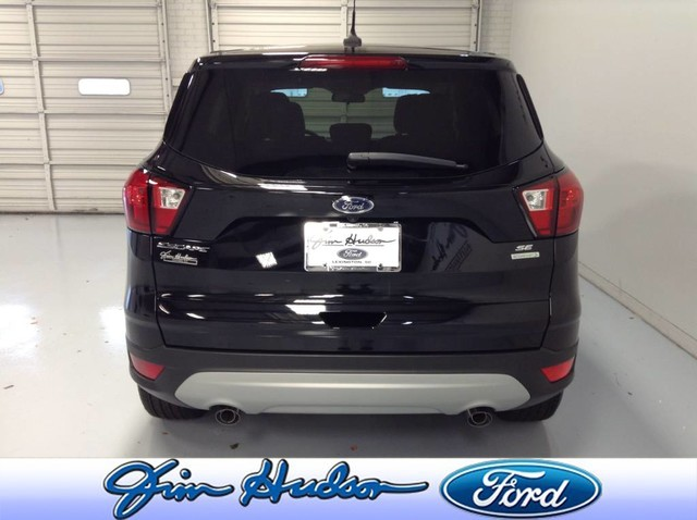New 2019 Ford Escape SE FWD